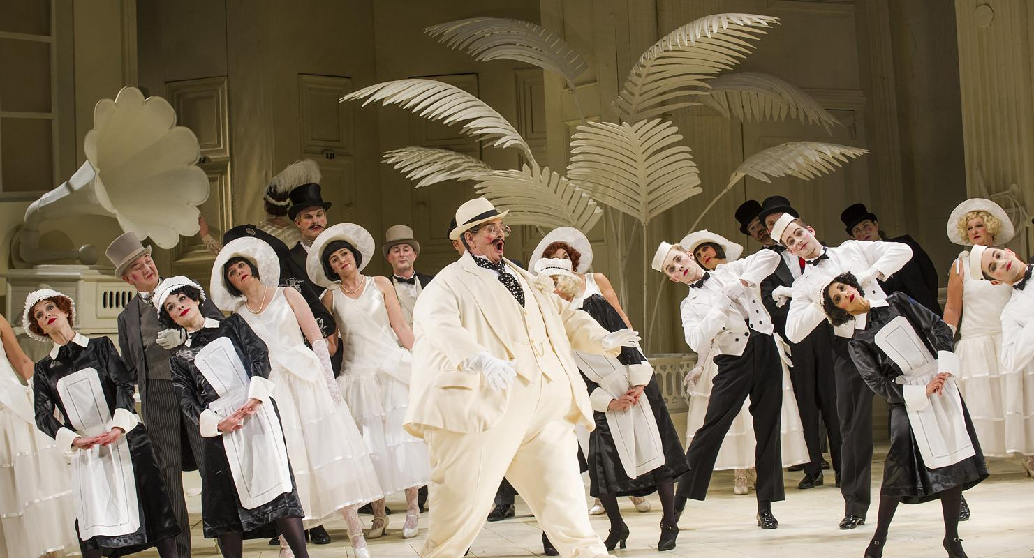 ENO's The Mikado Robert Lloyd and Company (c) Tristram Kenton