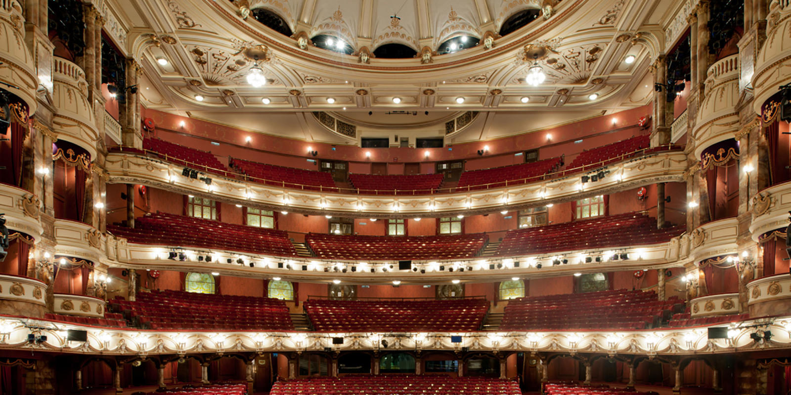 Coliseum auditorium (c) Guillaume de Laubier