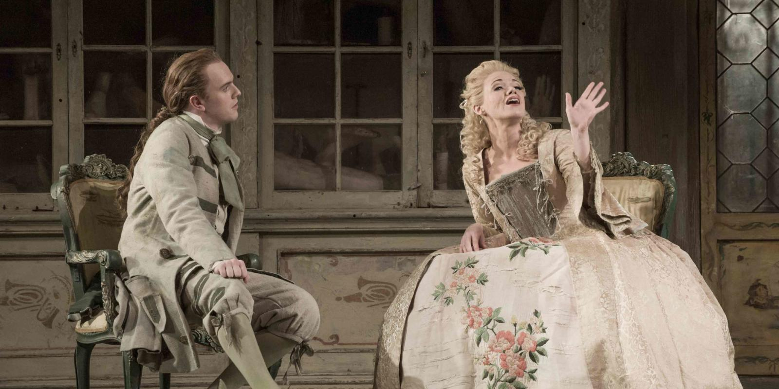 An image of Morgan Pearse and Kathryn Rudge in Jonathan Miller's 2015 production of The Barber of Seville