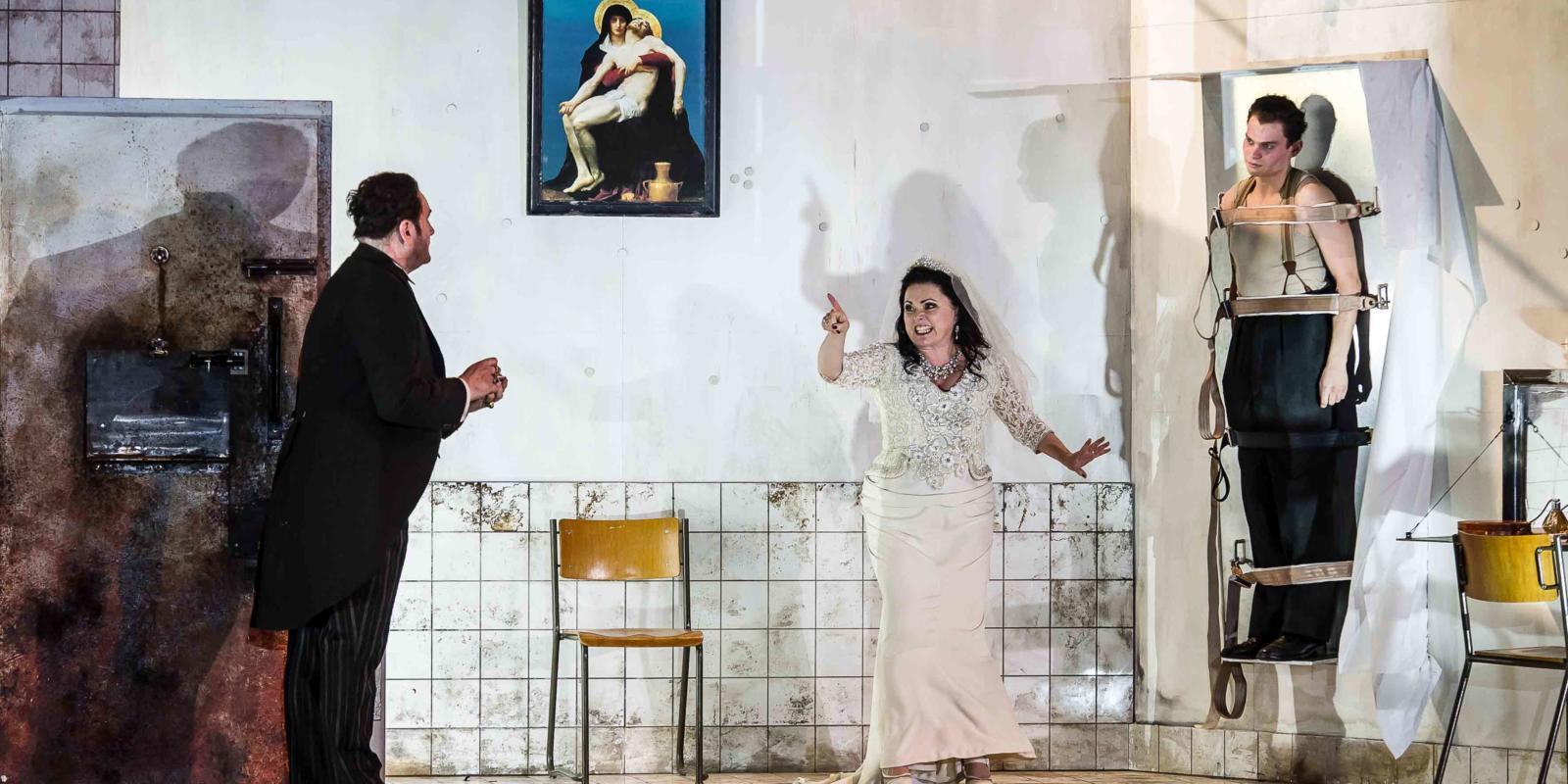 An image of John Mark Ainsley, Rebecca Evans and Matt Casey in Richard Jones's 2014 production of Rodelinda