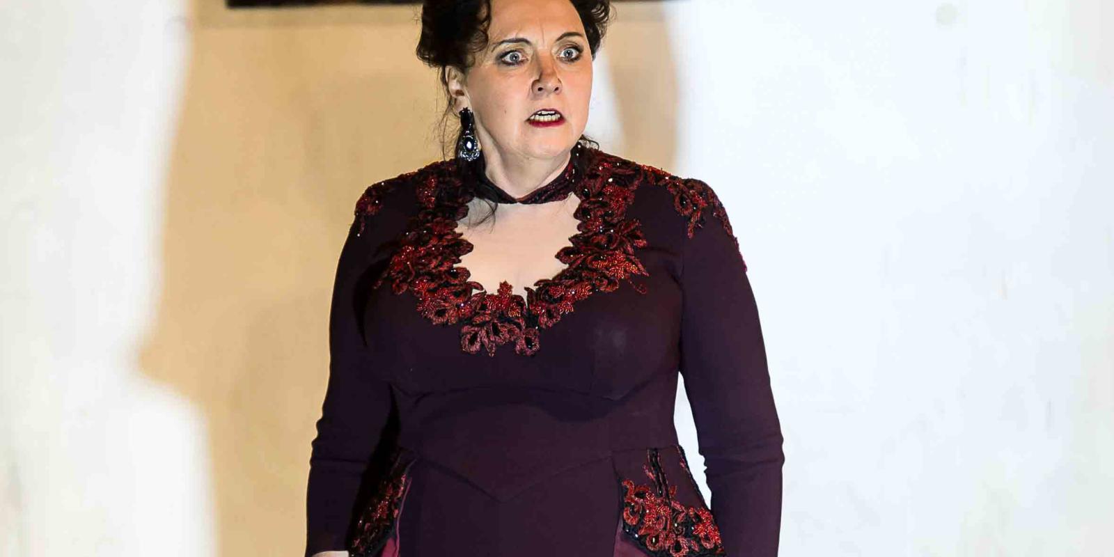 An image of Susan Bickley in Richard Jones's 2014 production of Rodelinda
