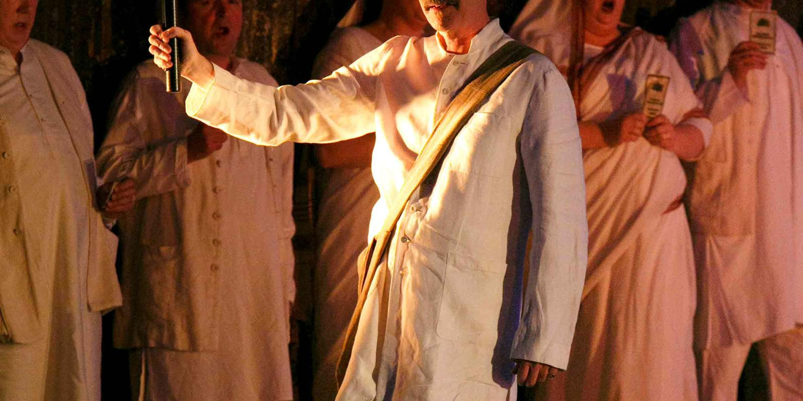 An image of Alan Oke in Phelim McDermott's 2013 production of Satyagraha