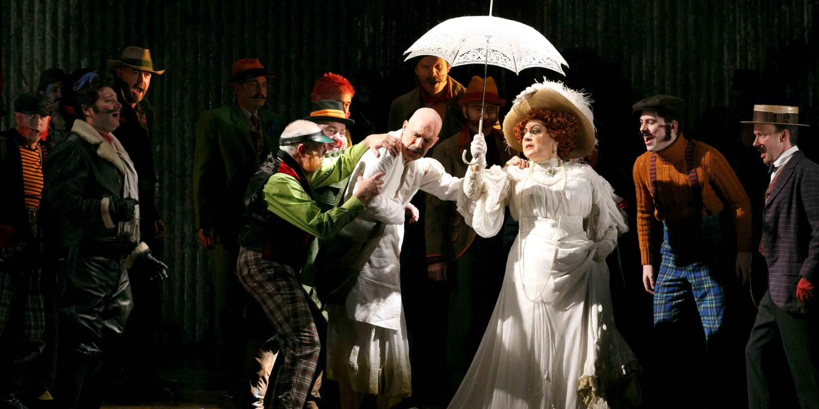 An image of Alan Oke, Sarah Pring and members of the ENO Chorus in Phelim McDermott's 2013 production of Satyagraha