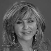Lesley Garrett - Soprano in Marnie of English National Opera