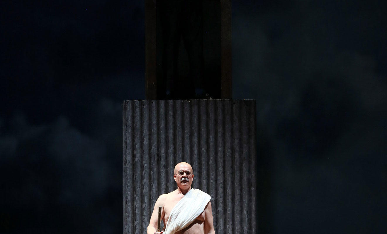 ENO Satyagraha: Toby Spence (c) Donald Cooper
