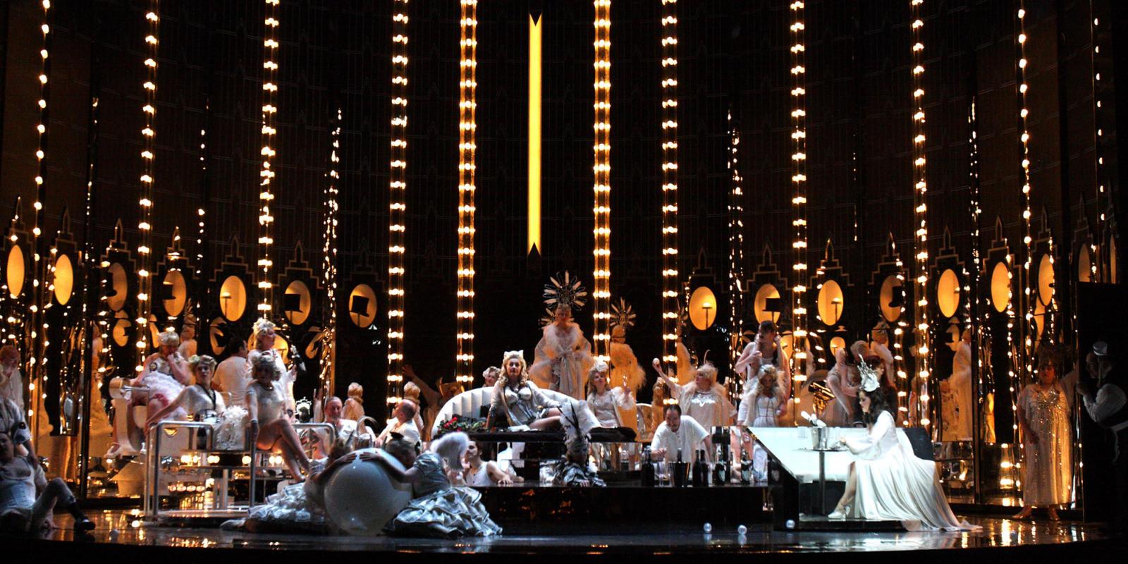 ENO Traviata Cast and ENO Chorus (c) Catherine Ashmore