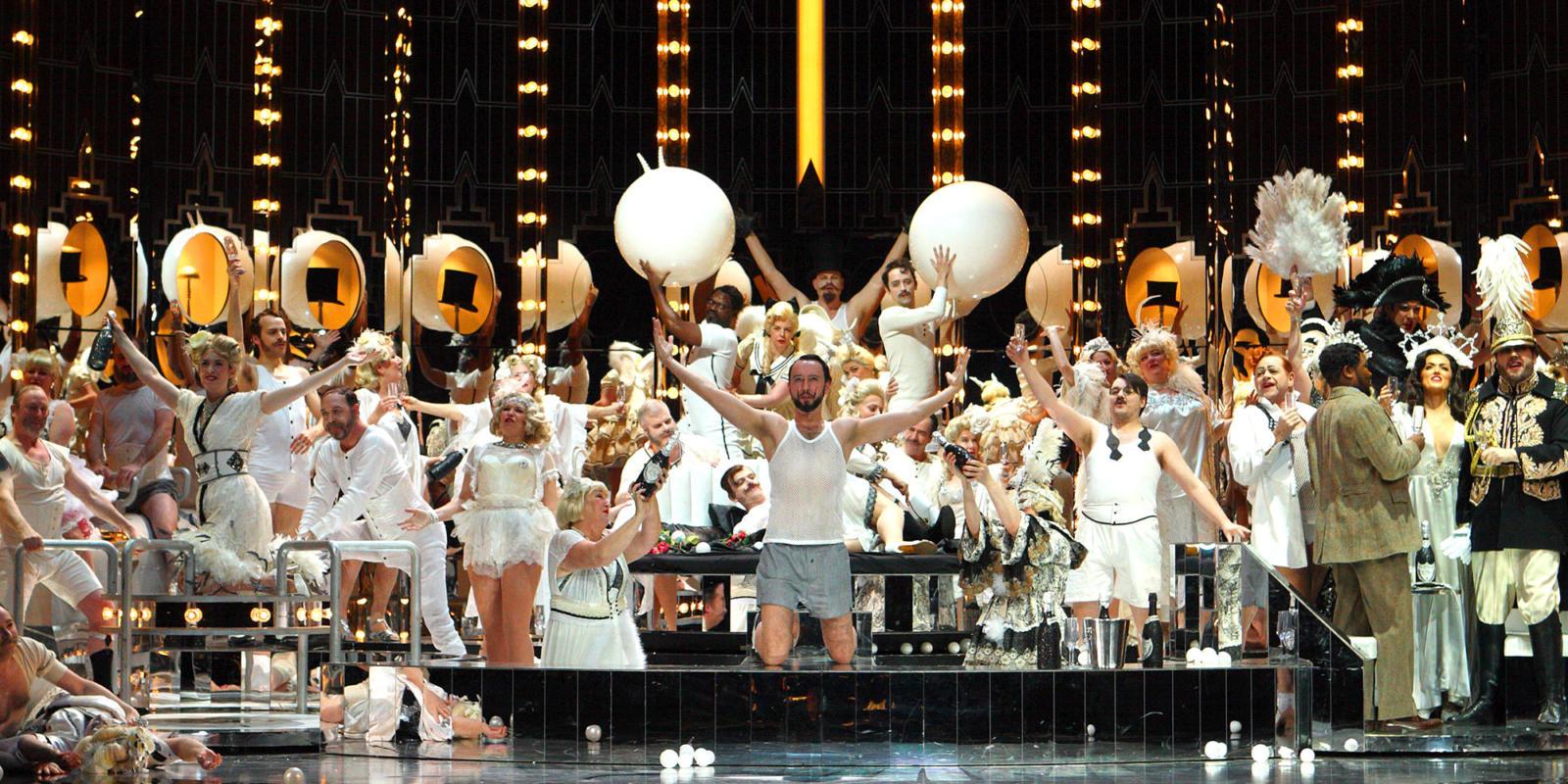 ENO Traviata Cast and members of the ENO Chorus (c) Catherine Ashmore