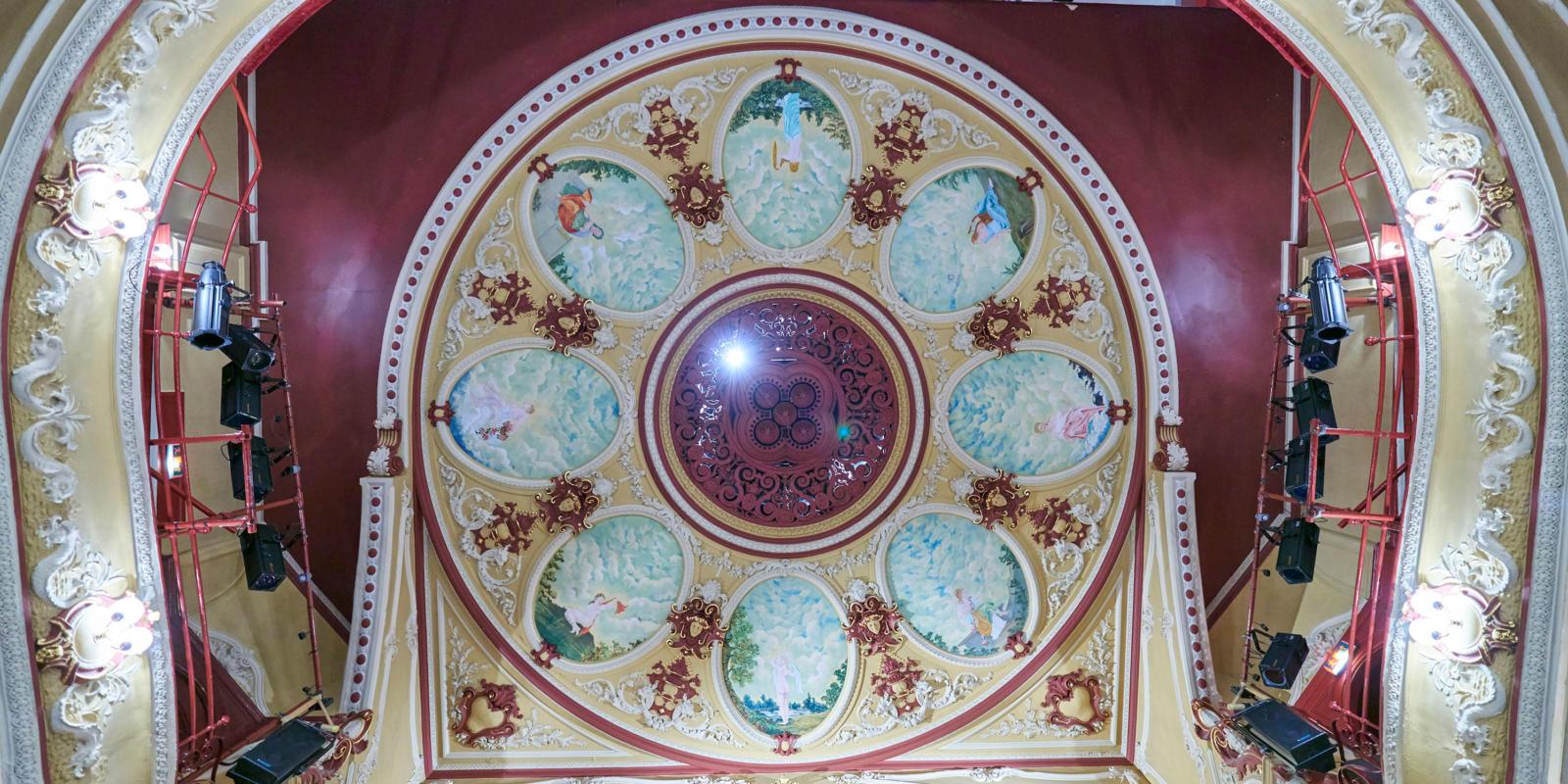 Theatre Royal Wakefield auditorium ceiling (c) Paul White