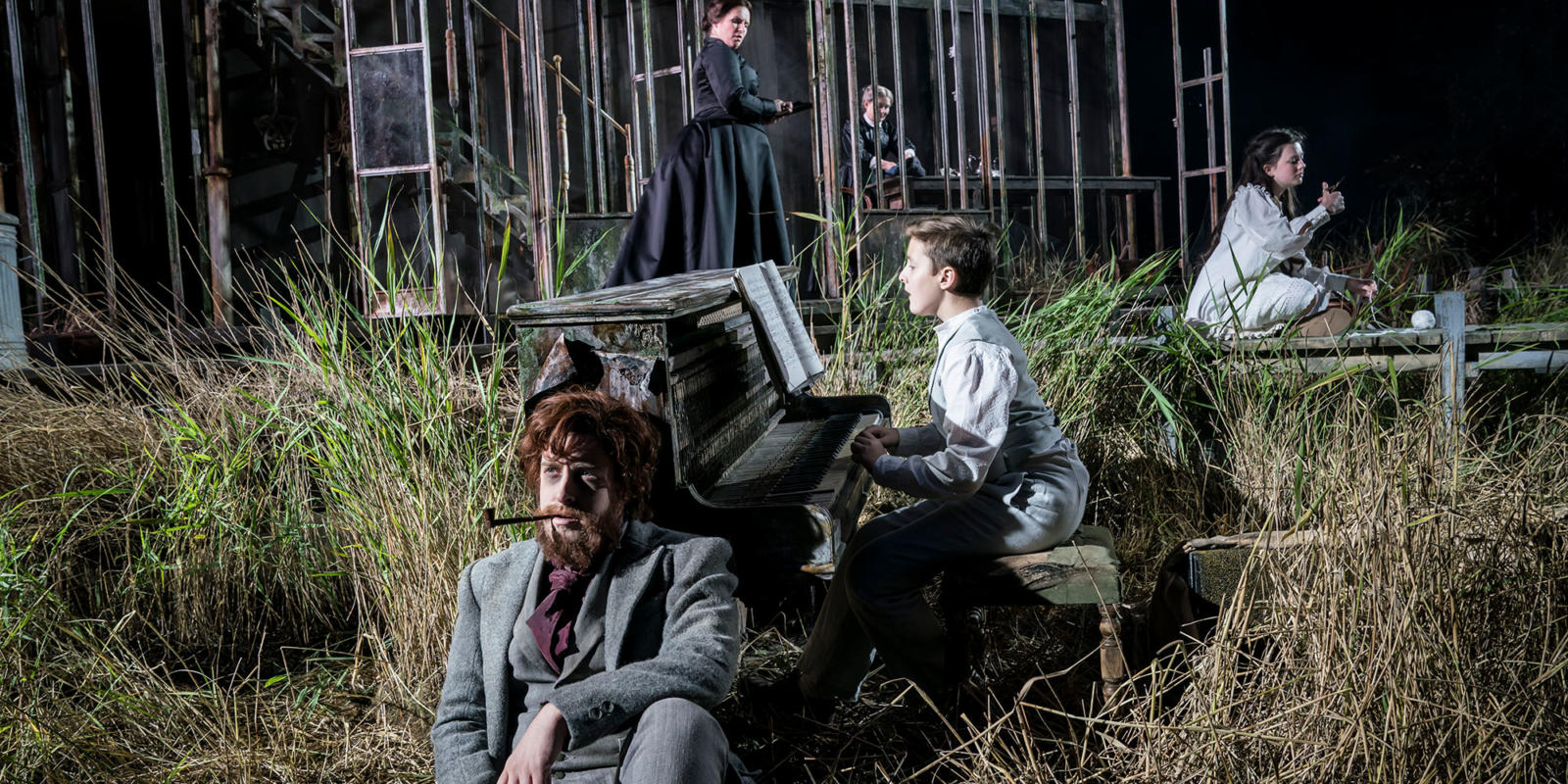 ENO 2017/18 The Turn of the Screw: Elgan Llyr Thomas as Peter Quint and Anita Watson as The Governess, with Daniel Alexander Sidhom and Elen Willmer as Miles and Flora. Photo Johan Persson.