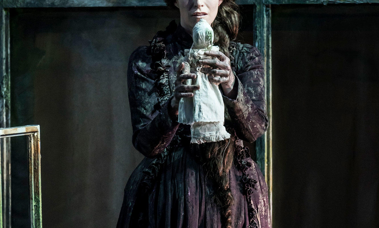 ENO 2017/18 The Turn of the Screw: Rachael Lloyd as Miss Jessel. Photo Johan Persson.