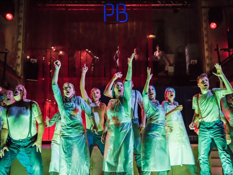 ENO Paul Bunyan - members of the ENO Chorus (c) Genevieve Girling