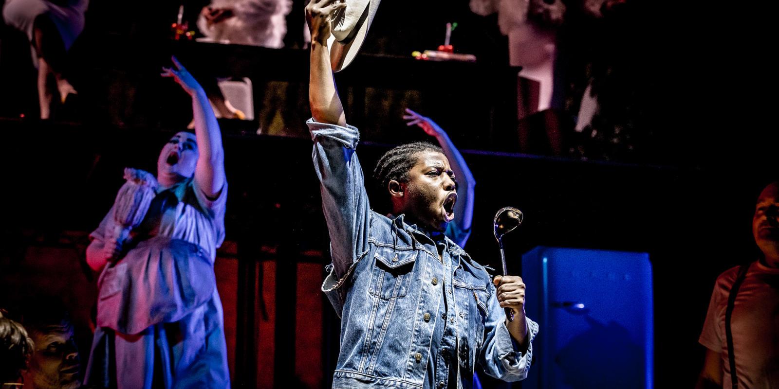 ENO Paul Bunyan at Alexandra Palace 2019: Zwakele Tshabalala (c) Lloyd Winters