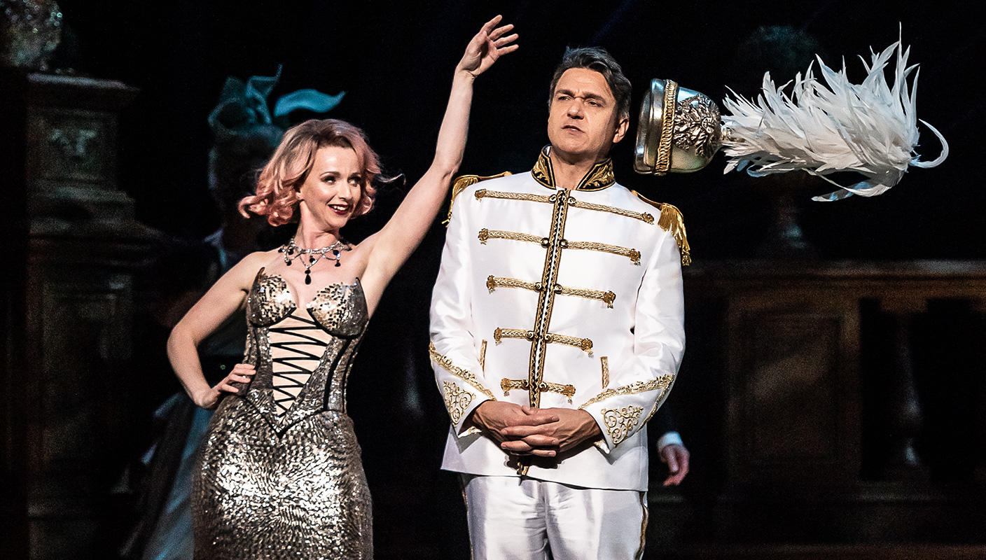 ENO The Merry Widow: Nathan Gunn as Danilo; Sarah Tynan as Hanna © Clive Barda